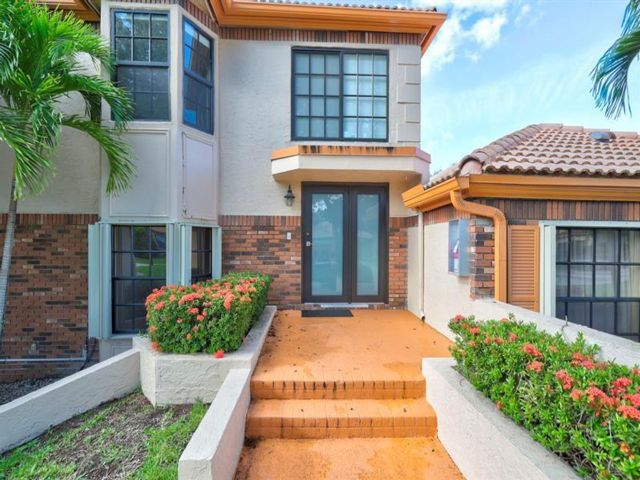 3 BR,  3.50 BTH  style home in Coral Springs