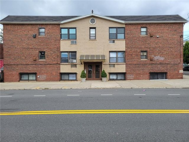 2 BR,  1.00 BTH Condominium style home in Dyker Heights