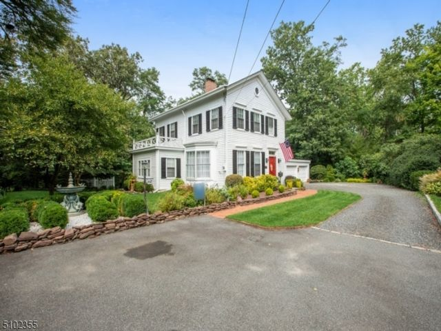 5 BR,  2.50 BTH Colonial style home in Nutley