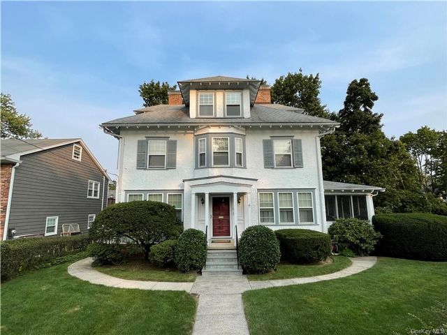 5 BR,  4.00 BTH Colonial style home in Yonkers