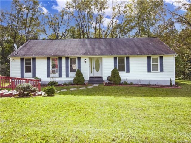 3 BR,  2.00 BTH Raised ranch style home in Warwick