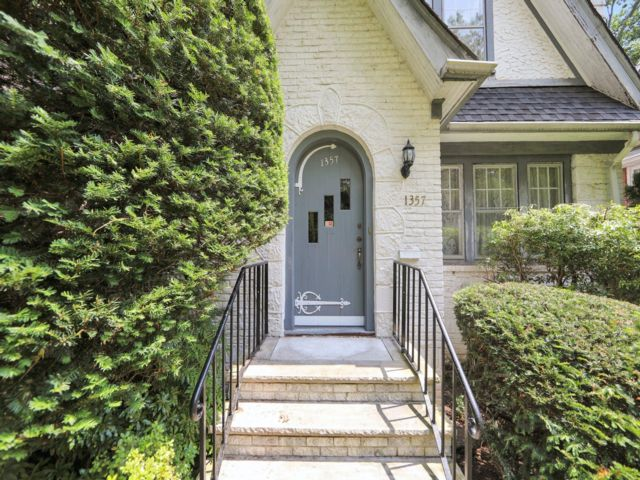 3 BR,  2.50 BTH Colonial style home in Teaneck