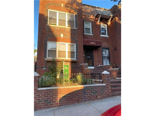 Studio,  0.00 BTH Multi-family style home in Jackson Heights