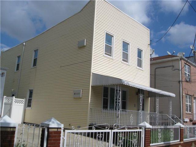 5 BR,  0.00 BTH Multi-family style home in East Flatbush