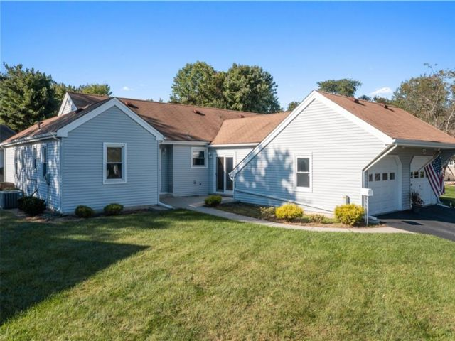 2 BR,  2.00 BTH Single family style home in Freehold