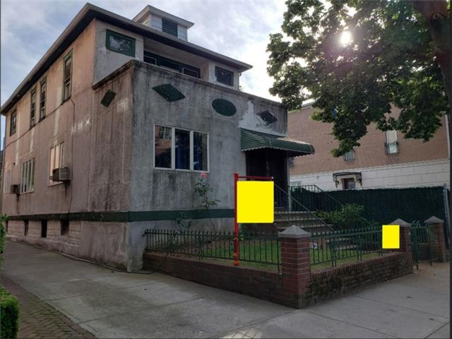5 BR,  3.00 BTH Multi-family style home in Boro-park