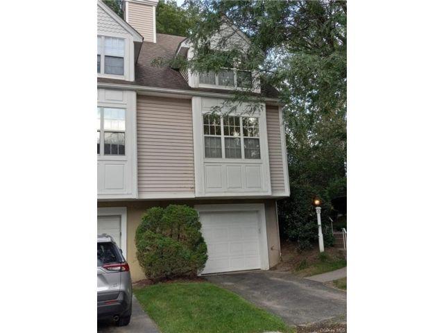 2 BR,  2.00 BTH Single family style home in Yonkers