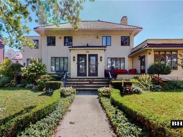 7 BR,  7.00 BTH Multi-family style home in Manhattan Beach