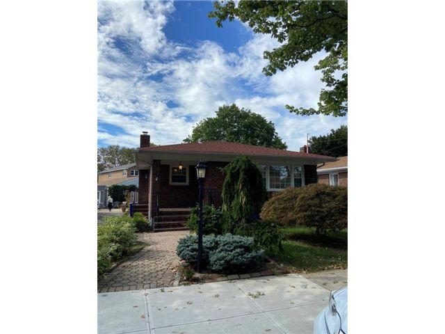 3 BR,  2.00 BTH Single family style home in Grasmere