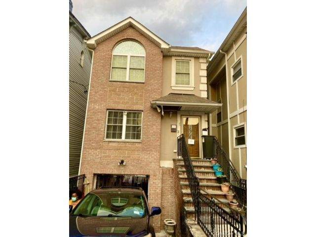 6 BR,  4.00 BTH Other style home in Mount Vernon