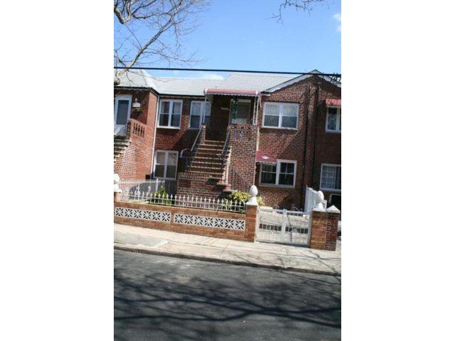 4 BR,  3.00 BTH Multi-family style home in Canarsie