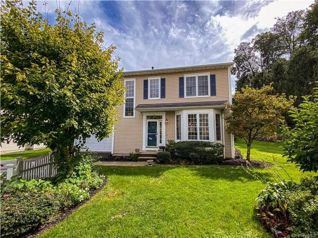 4 BR,  3.00 BTH Colonial style home in Greenburgh