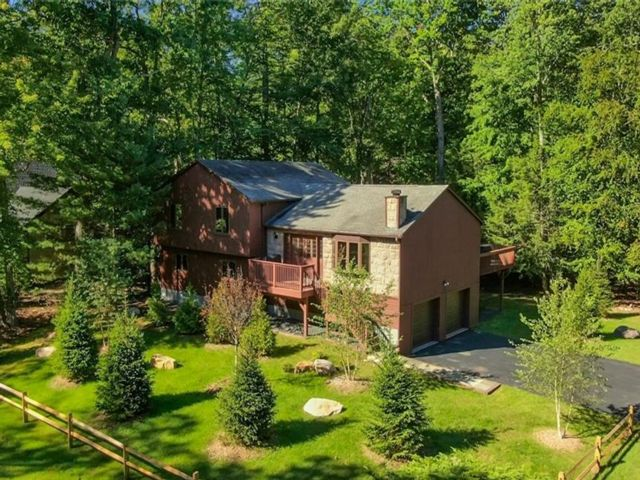 4 BR,  3.00 BTH Raised ranch style home in Thompson