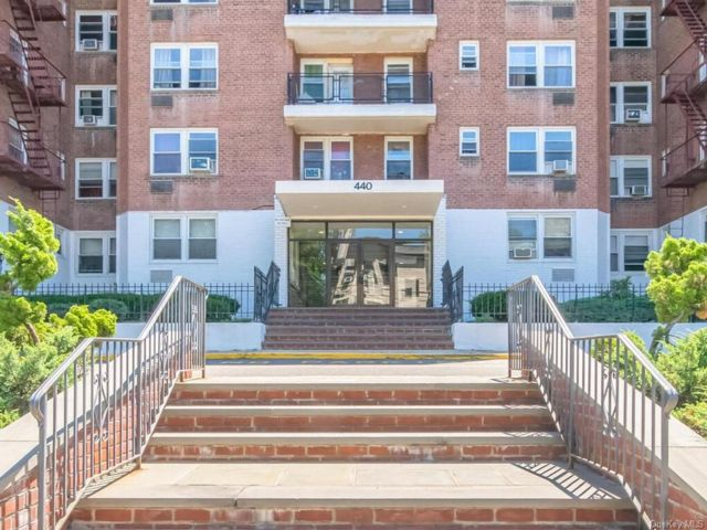 2 BR,  2.00 BTH House style home in Yonkers