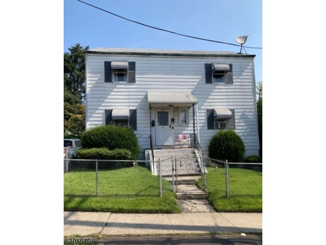 4 BR,  2.00 BTH Multi-family style home in Passaic