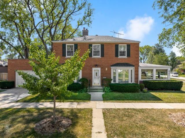 3 BR,  2.50 BTH Colonial style home in Park Ridge