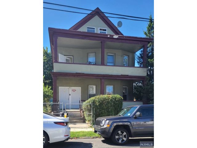 11 BR,  4.00 BTH Three family style home in Paterson