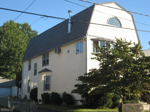 4 BR,  2.00 BTH Multi-family style home in Bloomfield