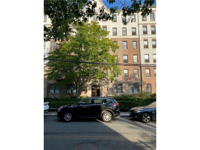 1 BR,  1.00 BTH Mid rise style home in Eastchester