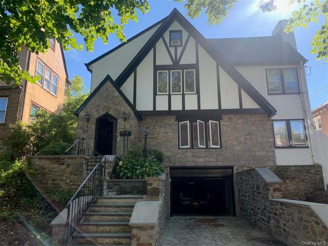 3 BR,  2.00 BTH Multi family style home in Mount Vernon