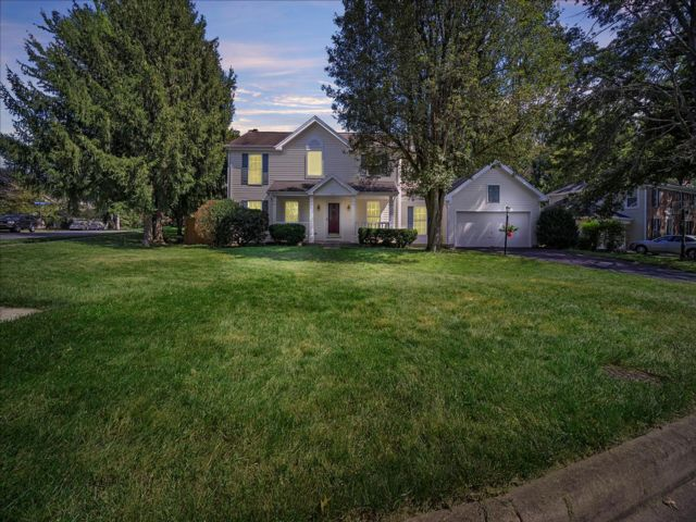 4 BR,  3.50 BTH Colonial style home in Herndon