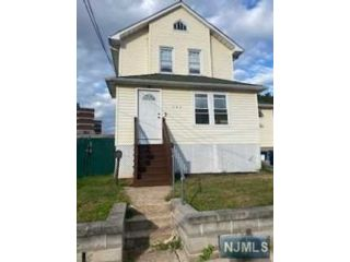 3 BR,  3.00 BTH Colonial style home in Hackensack