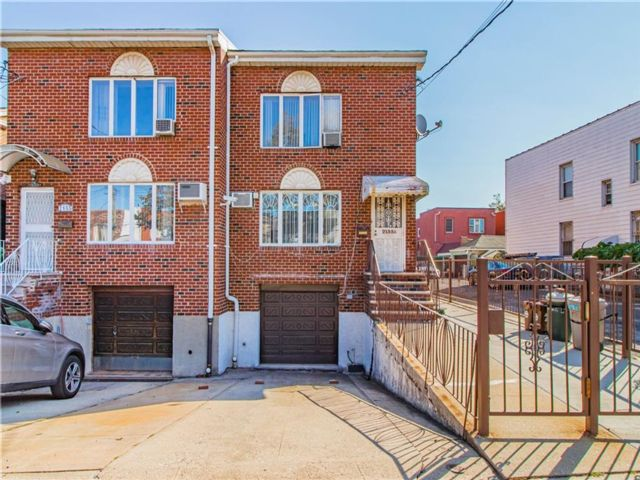 8 BR,  6.00 BTH Multi-family style home in Gravesend