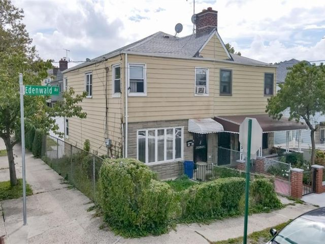 4 BR,  2.00 BTH 2 story style home in Wakefield