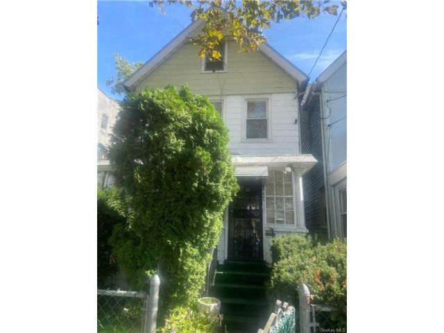 4 BR,  1.00 BTH Colonial style home in Mount Vernon