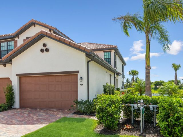 3 BR,  2.00 BTH Condo style home in Fort Myers