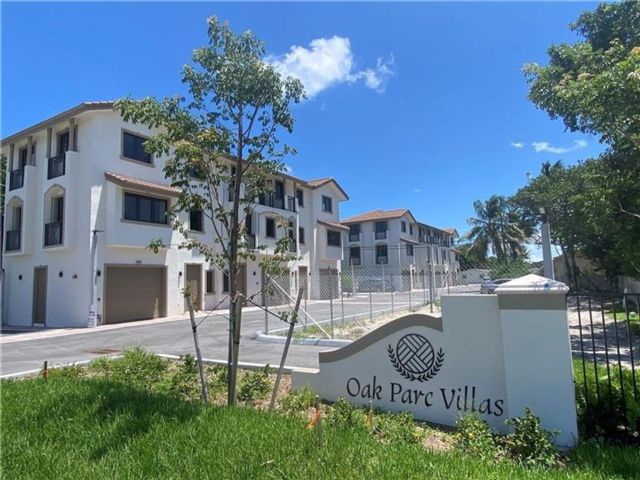 3 BR,  3.00 BTH Townhouse style home in Oakland Park