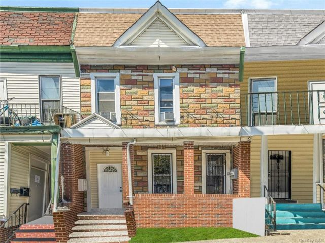 7 BR,  3.00 BTH Other style home in Morrisania