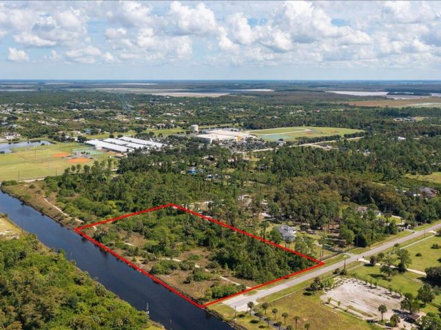Lot <b>Size:</b> 373X657X373X657 Land style home in Naples