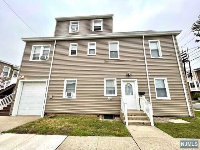 1 BR,  1.50 BTH Multi-family style home in Carlstadt