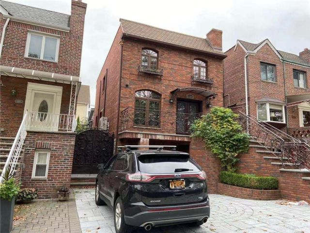 2 BR,  3.00 BTH Single family style home in Dyker Heights