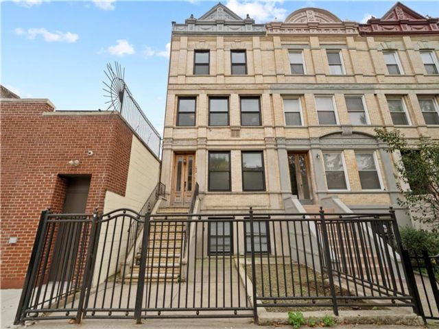 Studio,  3.50 BTH Multi-family style home in Crown Heights