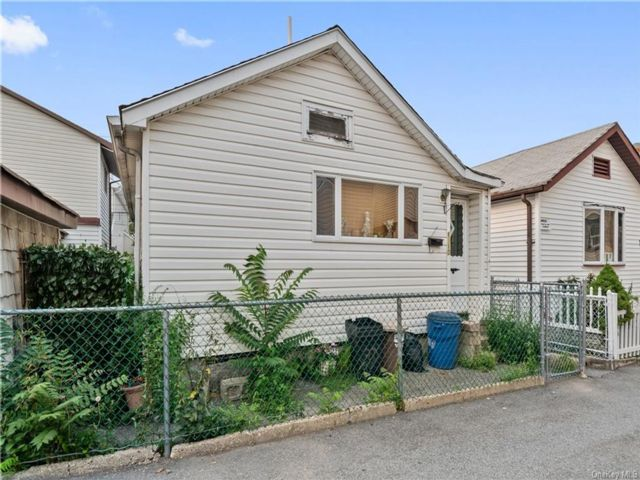 1 BR,  1.00 BTH House style home in Throggs Neck