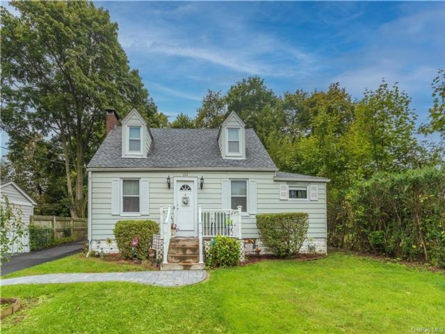 3 BR,  2.00 BTH Cape style home in New Windsor
