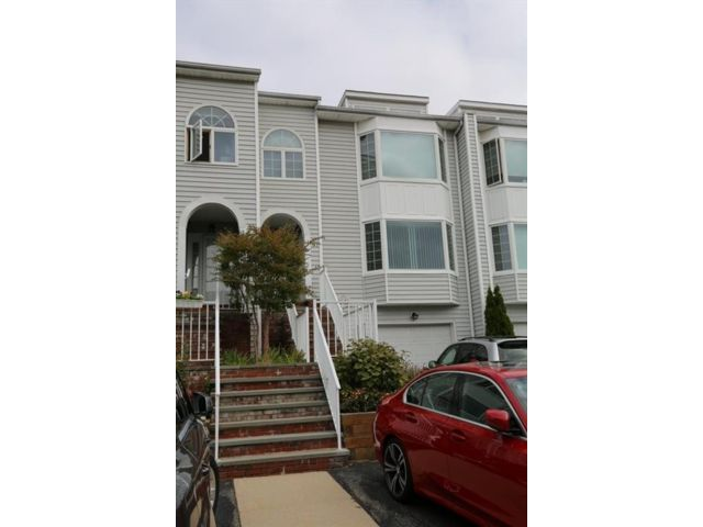 2 BR,  2.00 BTH Condominium style home in Douglaston