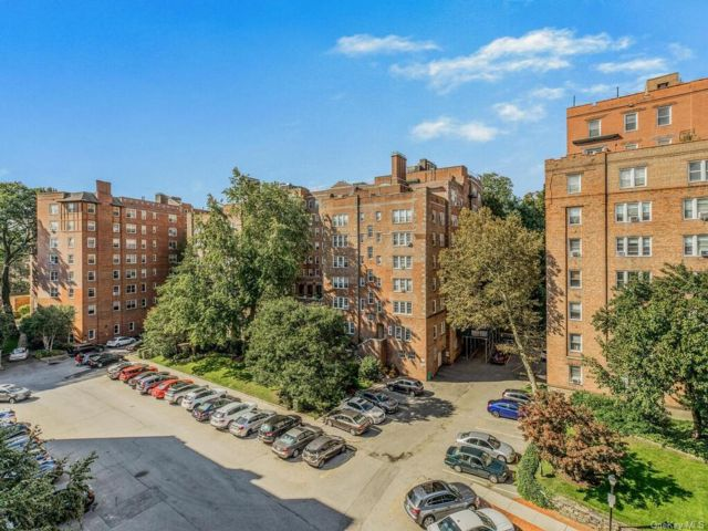 1 BR,  1.00 BTH High rise style home in Yonkers