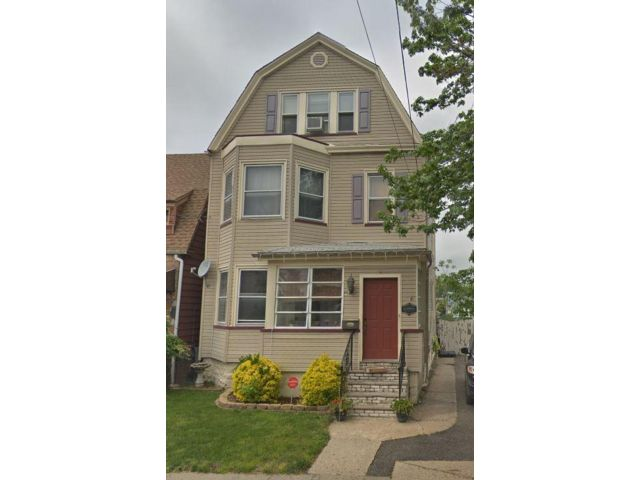 5 BR,  2.50 BTH Colonial style home in Kearny