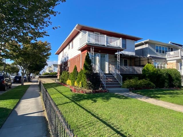 6 BR,  4.50 BTH  style home in Belle Harbor