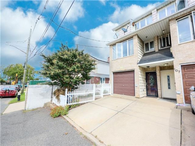 2 BR,  3.00 BTH Single family style home in Fort Wadsworth