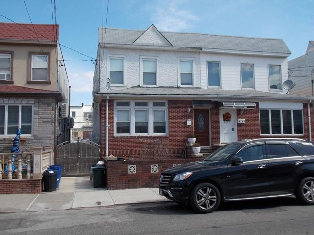 5 BR,  3.00 BTH Multi-family style home in Dyker Heights