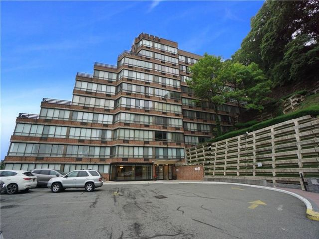2 BR,  2.00 BTH Condominium style home in Grymes Hill