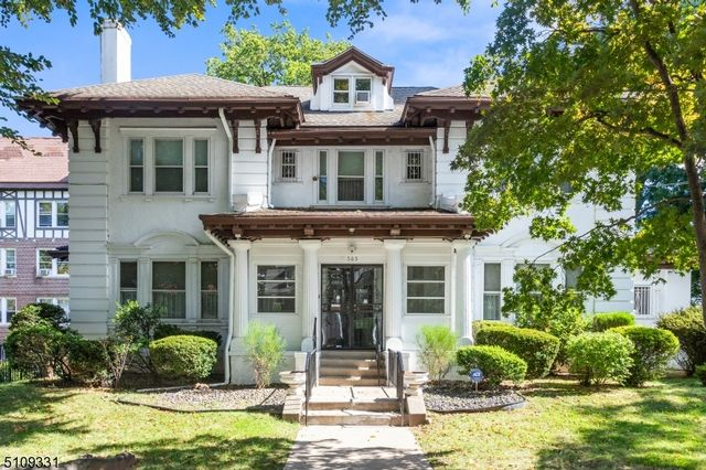 7 BR,  4.00 BTH Colonial style home in Newark