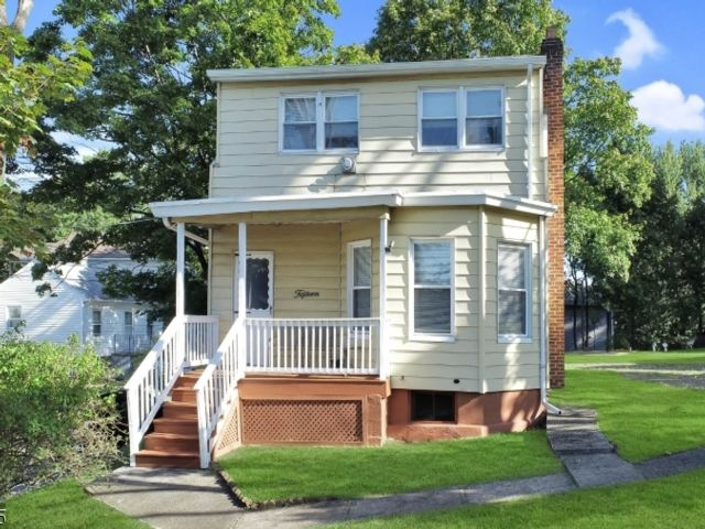 2 BR,  2.00 BTH Multi-family style home in West Paterson