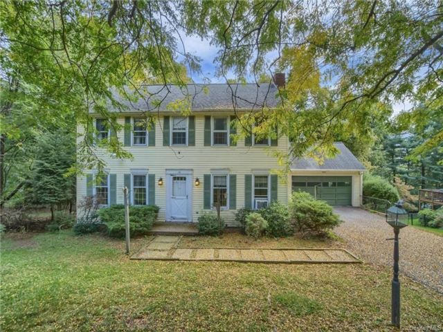 4 BR,  3.00 BTH Colonial style home in Goshen