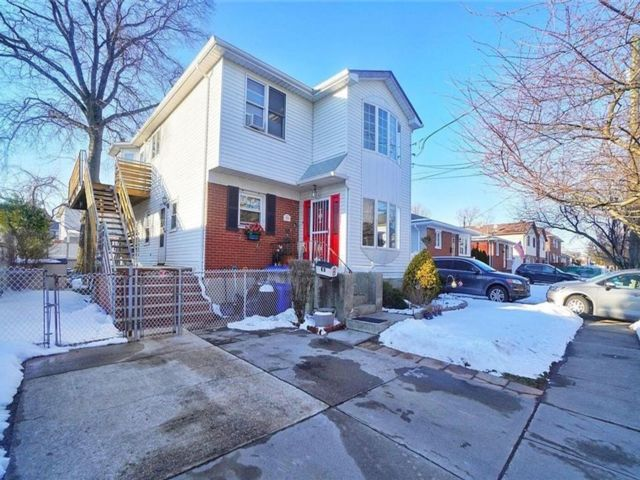 6 BR,  4.00 BTH Multi-family style home in New Dorp