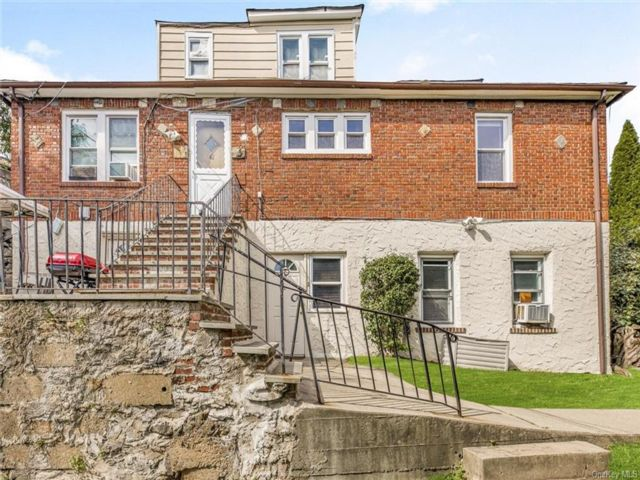8 BR,  4.00 BTH Cape style home in Yonkers